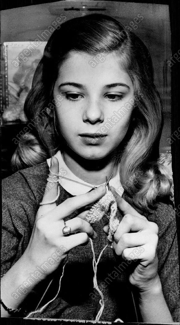 1958 Beverly Lunsford Child Actress Knitting New York