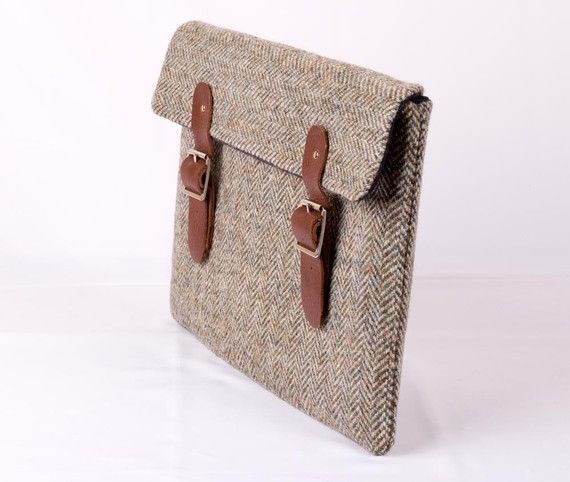 Tweed Laptop Sleeve I Am Going To Buy An Ipad Just So I Can Have An Excuse To Buy This The Tweed The Clasps The Leather Laptop Sleeves Leather Laptop Bag