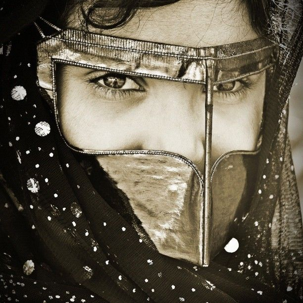 Emarati Traditional Costumeالامارات Arab Women Arab Beauty African Fashion Women