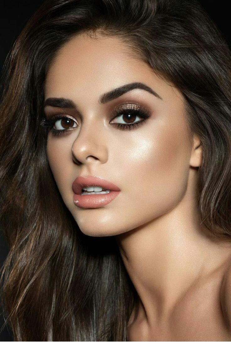 Interesting makeup and hairstyle Smokey eye makeup look