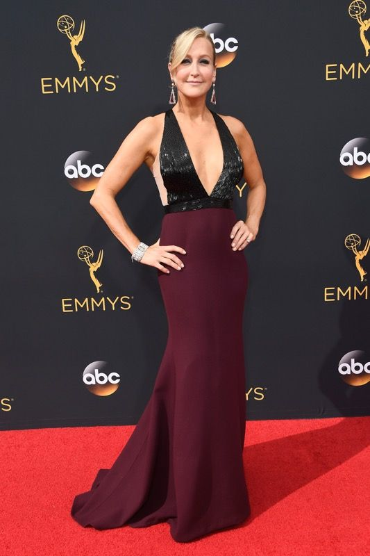 Lara Spencer no tapete vermelho do Emmy 2016: