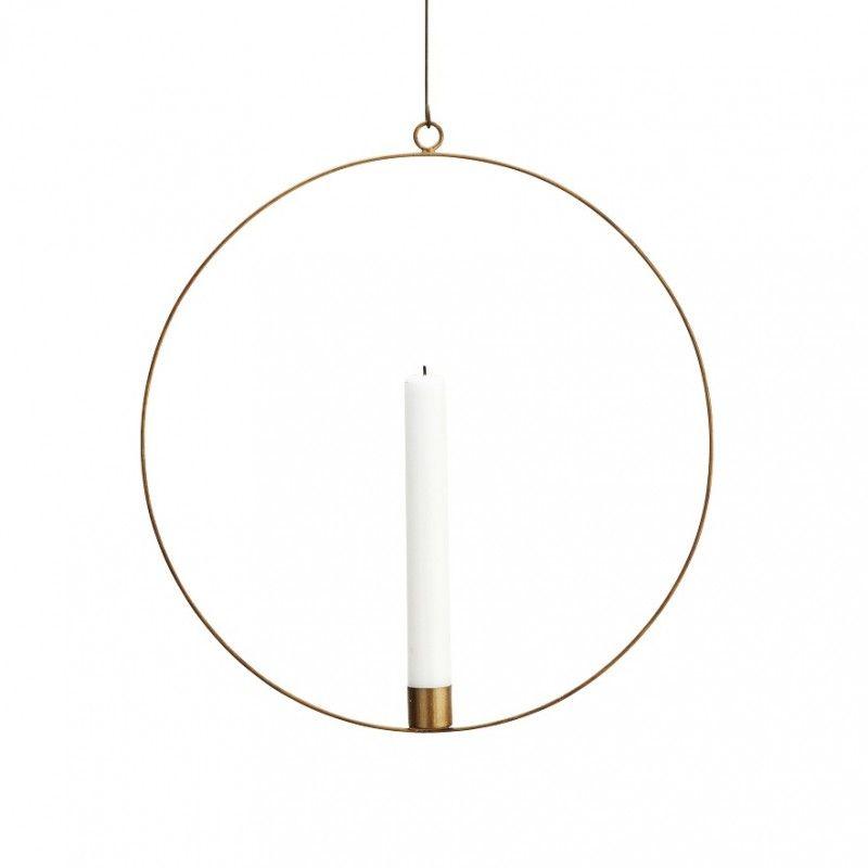 Cette belle suspension en forme de cercle est un bougeoir en métal de couleur bronze. Ce bougeoir sera superbe lors des fêtes de fin d'année pour décorer votre intérieur :)