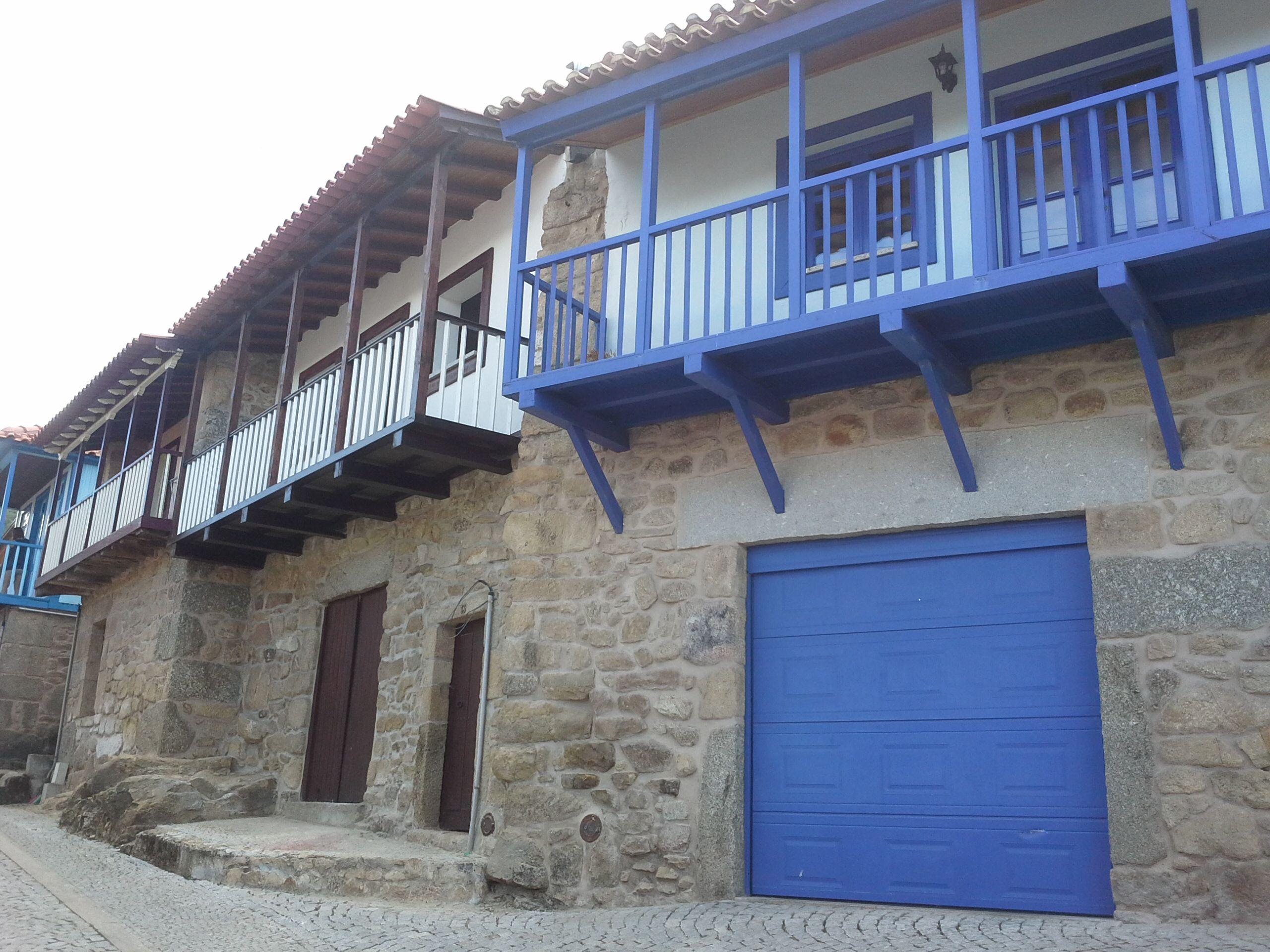Casas típicas em tons de azul