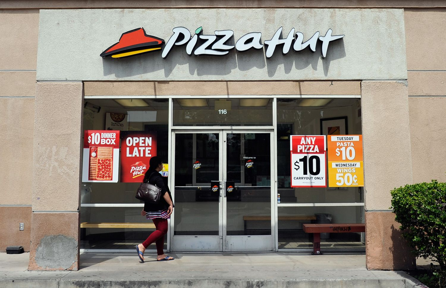 Pizza Hut will replace Papa John's as the official pizza ...