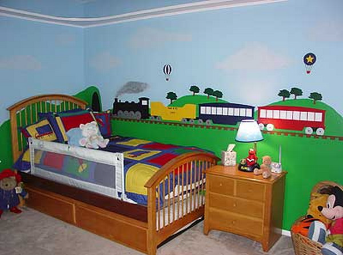 Best Train Themed Bedroom For A Toddler Love The Train Mural 400 x 300
