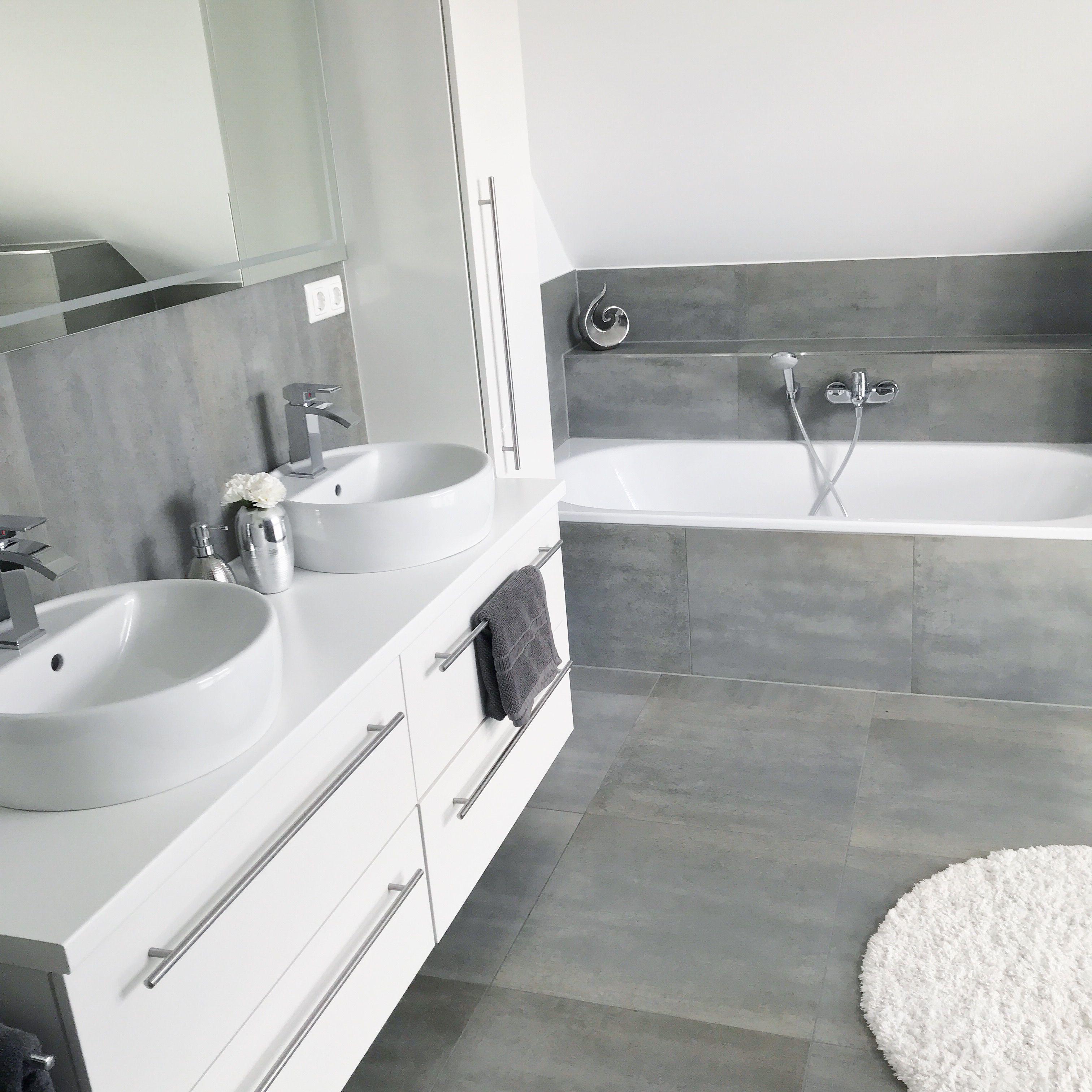 Instagram Wohn Emotion Landhaus Badezimmer Bathroom Modern Grau Weiss Grey White Badezimmer Ideen Grau Badezimmer Innenausstattung Badezimmer