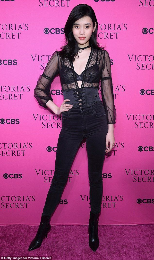 Fans say CBS was \'mean\' to show Ming Xi fall in VS Show in Shanghai