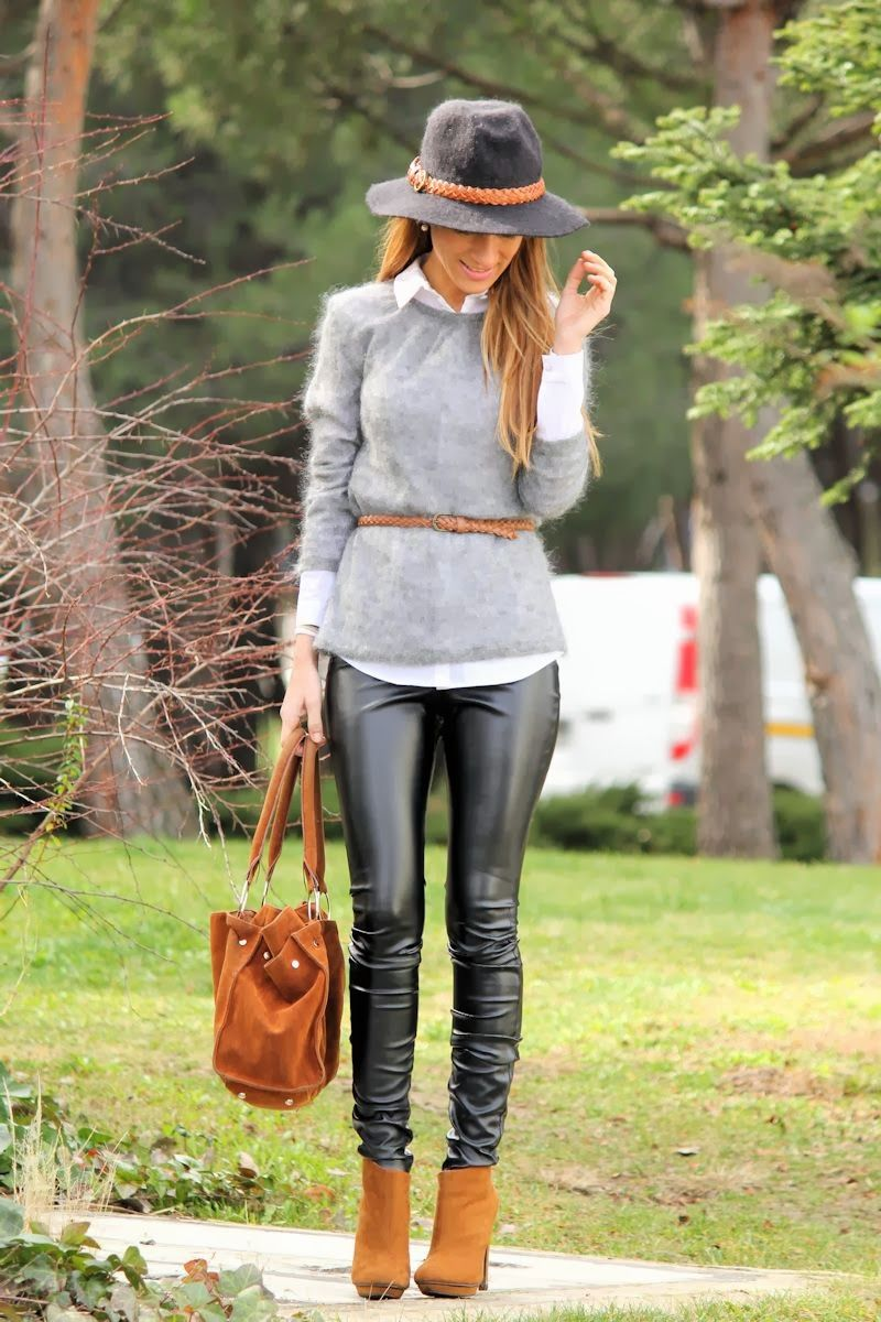 Flannel outfits with leggings  Gris y Camel  leggins de vinilo PVC leggings  Looks  Pinterest