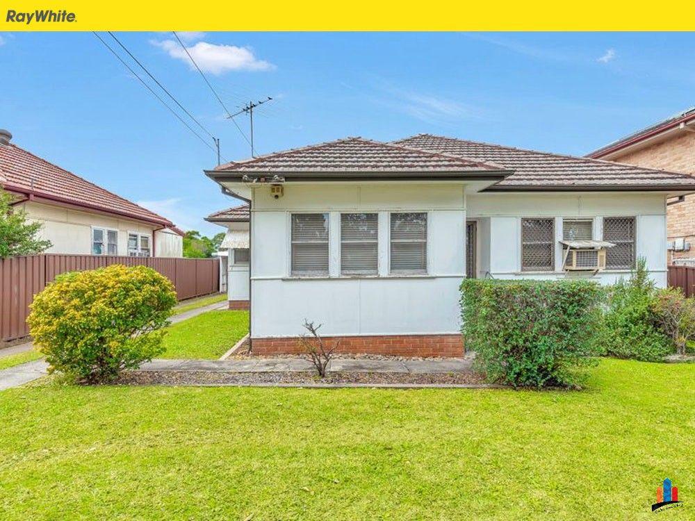 For Sale At Cabramatta   4 Bedrooms  1 Bathroom  U0026 1
