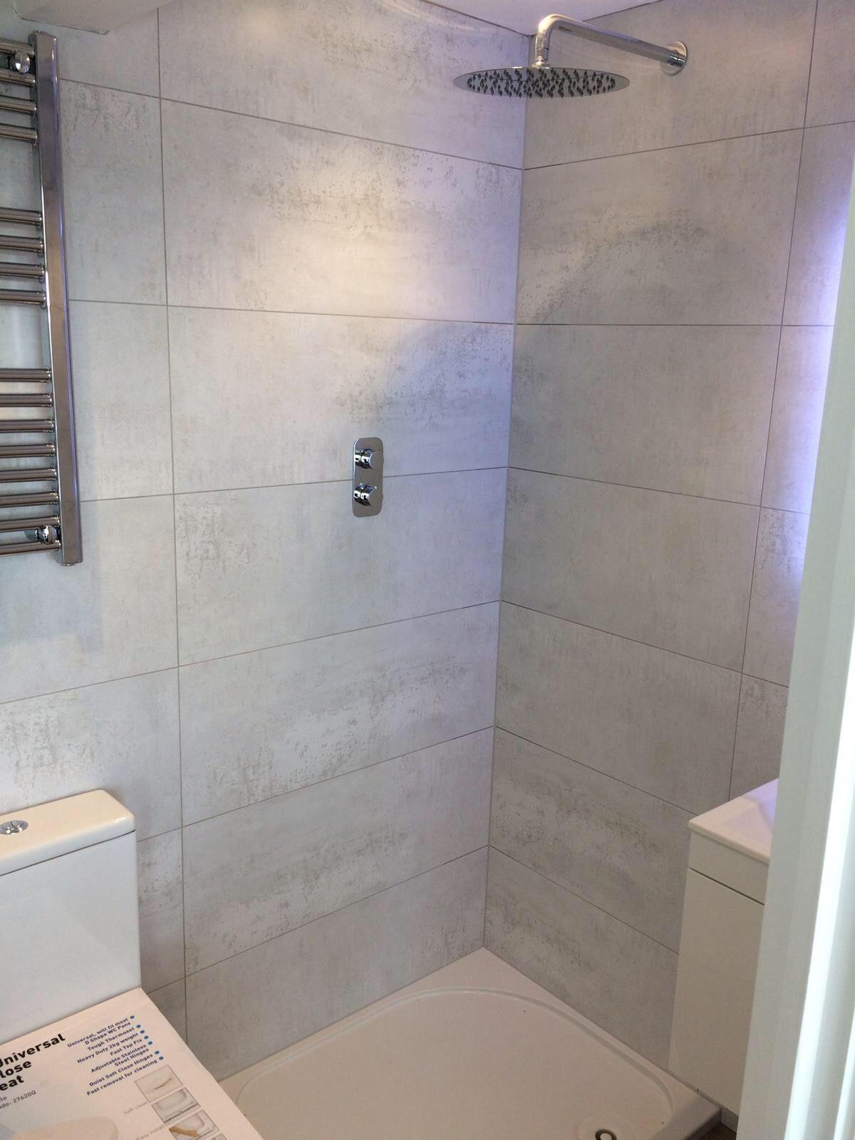 Beautiful Silver White Bathroom Shower Room Wall Large Format Tiles Largebathroomremodeling Master Bathroom Shower Large Tile Bathroom Shower Room