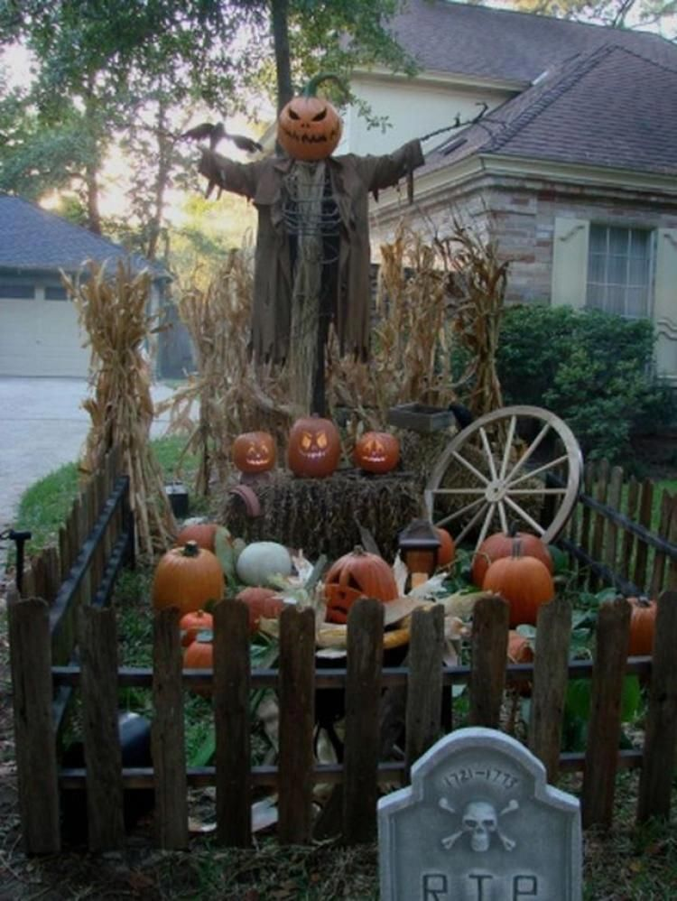40+ Scary Front Yard Halloween Decoration Ideas