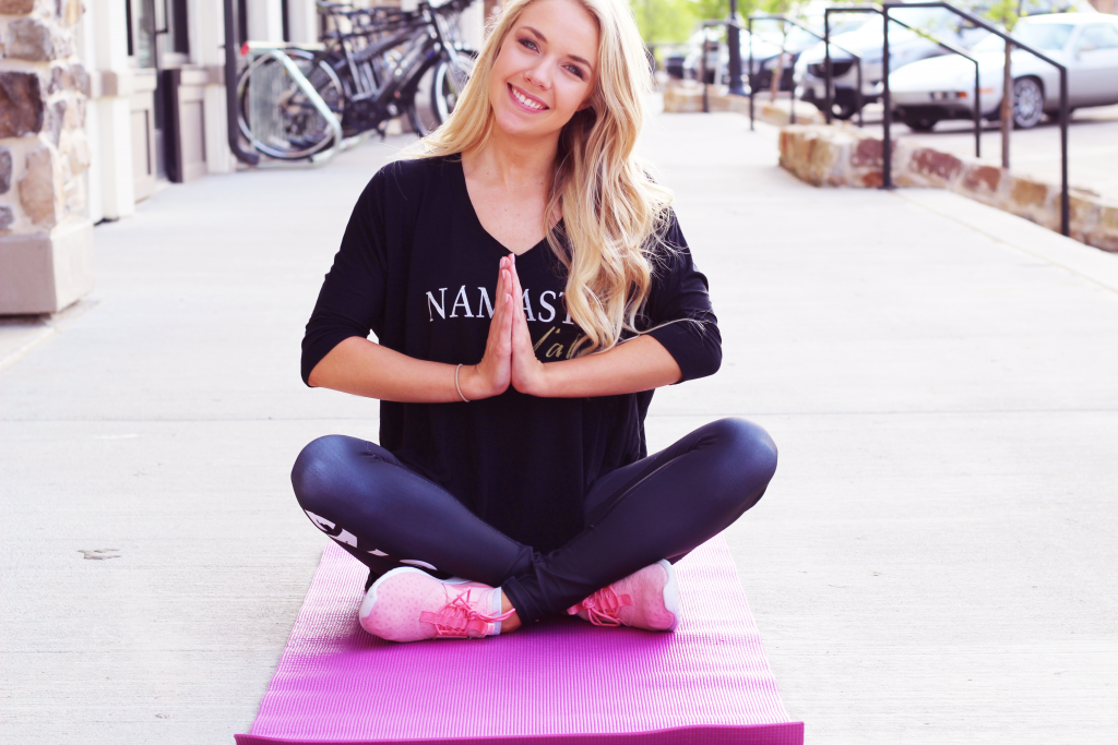 Yoga and athleisure wear || www.theglamorousteacher.com