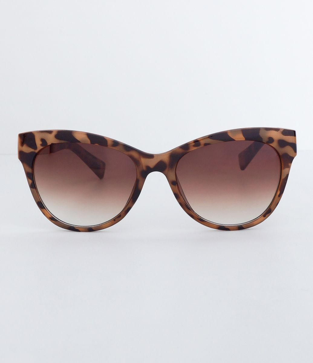 55ff33fd29db5 Óculos de sol feminino Modelo gateado Hastes em acetato Lentes com efeito  degradê Proteção contra raios