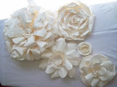 love these off-white paper flowers by FATIMA CACIQUE