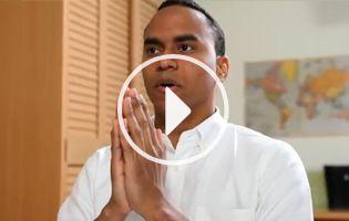 """El vídeo """"¿Cómo orar? Introducción a la práctica budista"""", creado por la SGI, explica sobre el Nam-myoho-renge-kyo entonado diariamente por los miembros de la SGI."""