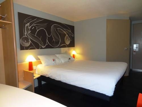 ibis Lyon Sud Chasse Sur Rhône Chasse Sur Rhône This ibis hotel is located 15 km from central Lyon and 8 km from Vienne. It offers affordable accommodation with free Wi-Fi internet access.