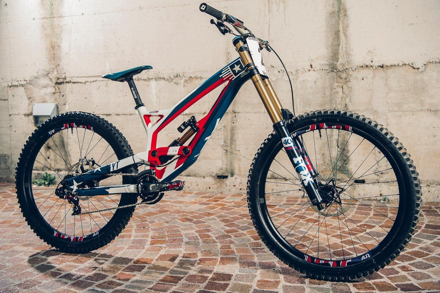 A Look At The Fastest And Fanciest Bikes Of 2016 Best Mountain Bikes Downhill Bike Road Bike Photography