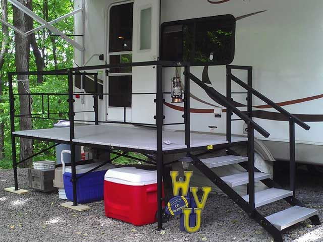 A Portable Deck On Skids : Portable rv steps decks and porches for th wheels