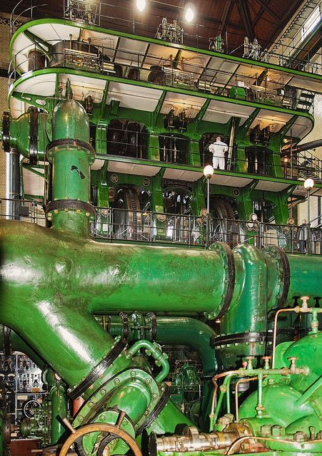 (The worlds largest steam engine in Kempton uses 19