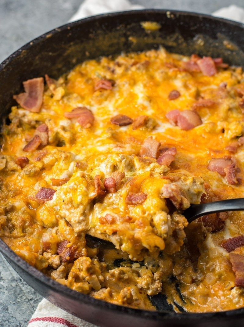 This One Pan Keto Bacon Cheeseburger Skillet is under 4 net carbs and is loaded with ground beef, bacon, a creamy sauce and cheese! This keto dinner is ready in under 20 minutes! #keto #onepan #baconcheeseburgerdip