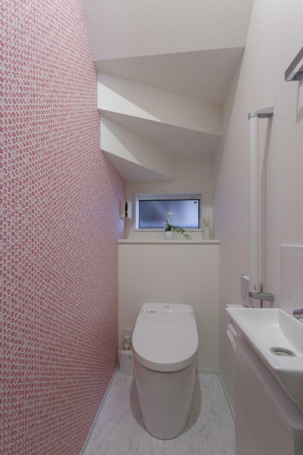 勾配天井で広がる 明るい2階リビングの家 デザオ建設のフォト