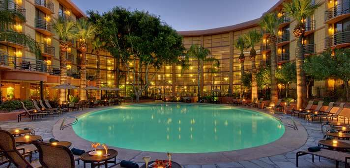 Dog Friendly Hotel In Phoenix Az Emby Suites Biltmore
