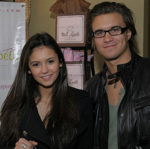 Rob mayes dating nina dobrev, shannen doherty tits