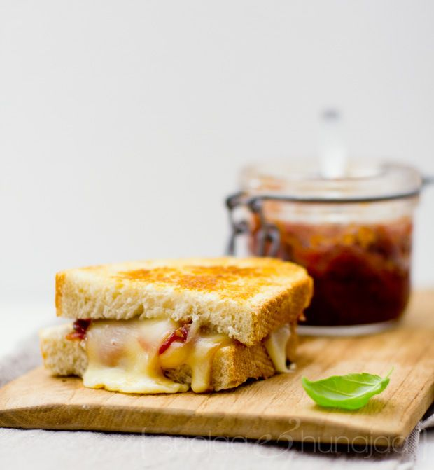 Grilled scamorza sandwich with tomato chutney