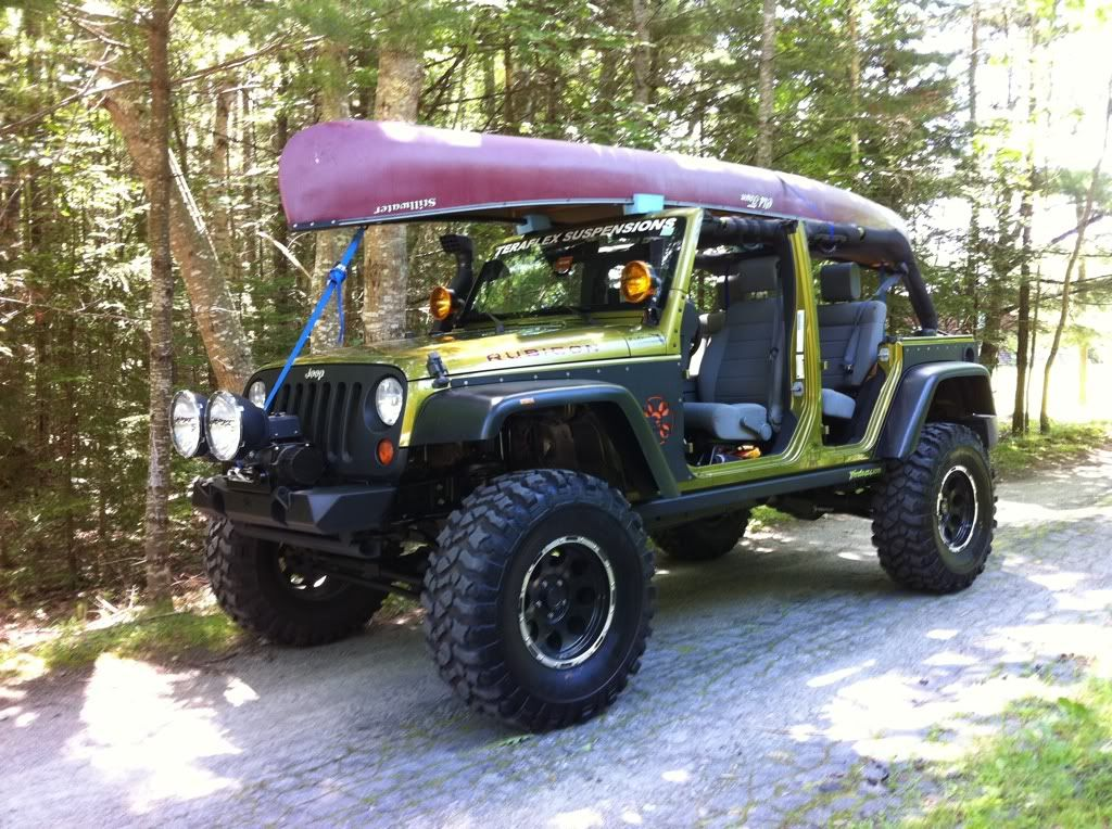 A Canoe Fits Perfectly On A Jeep Wrangler Unlimited Jeep Jeep Wrangler Jk Mopar Jeep
