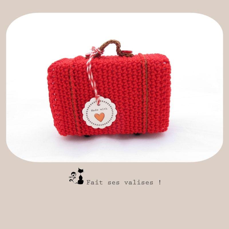 Boite de rangement Mini valise au crochet rouge par Oeil2cha : Etuis, mini sacs par oeil2cha