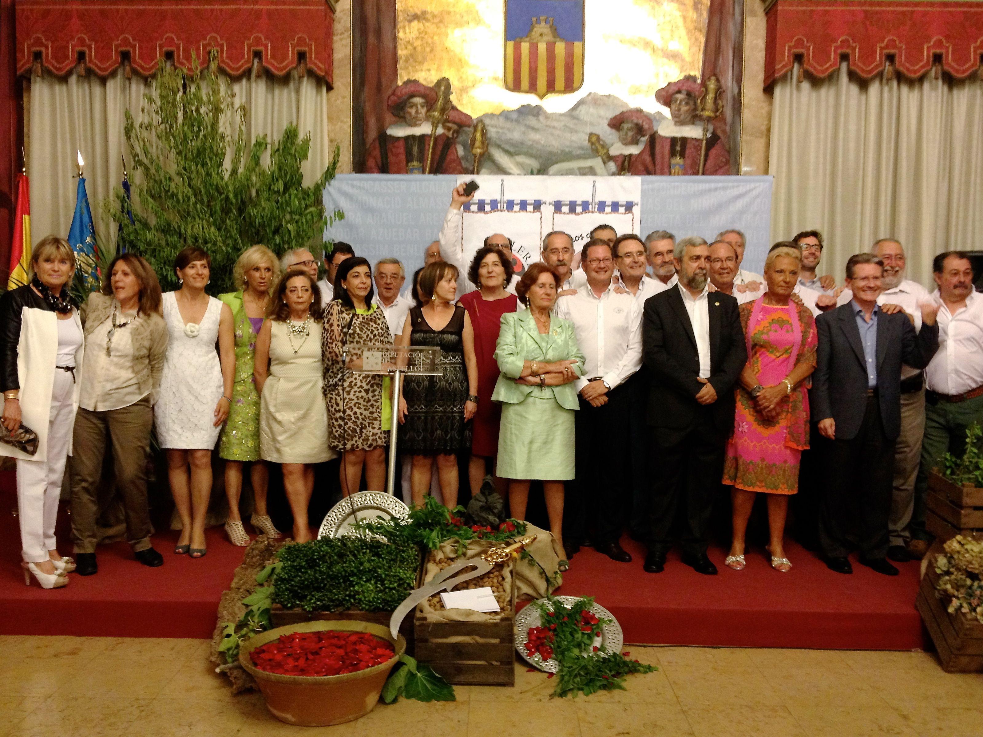 La Peña Taurina la Revolera, nos ha distinguido a los Moros d'Alqueria, con el Premio Revoleros 2013, en un magnifico acto.