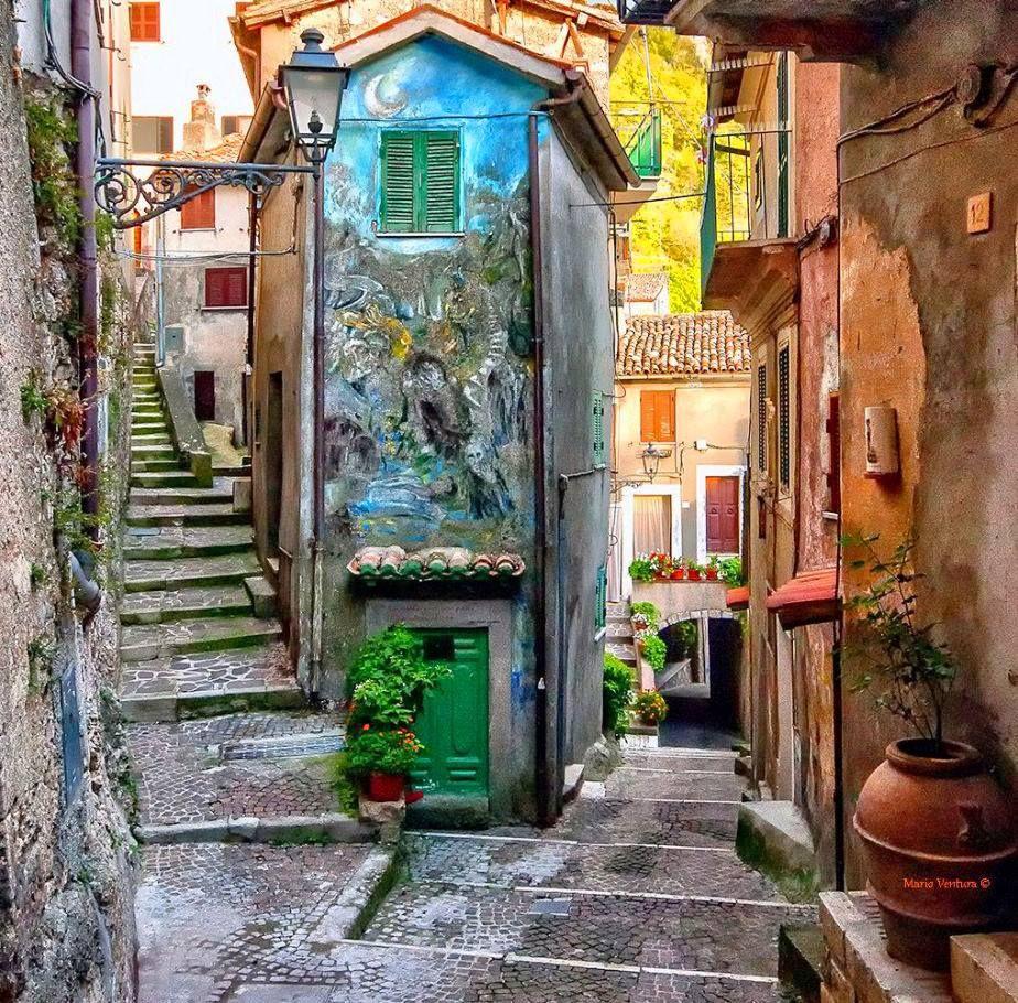 Un Murale in un vicolo di Cervara di Roma (RM) Lazio