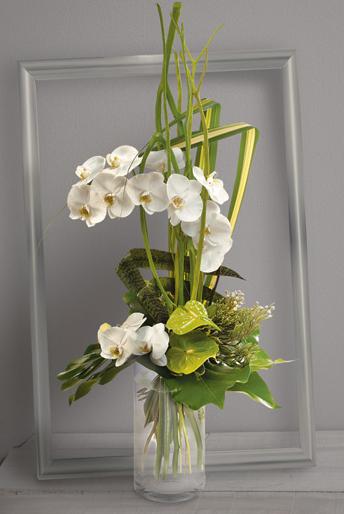 fleurs mariage c leste bouquet en hauteur d 39 orchid es phalaenopsis blanches et anthuriums. Black Bedroom Furniture Sets. Home Design Ideas