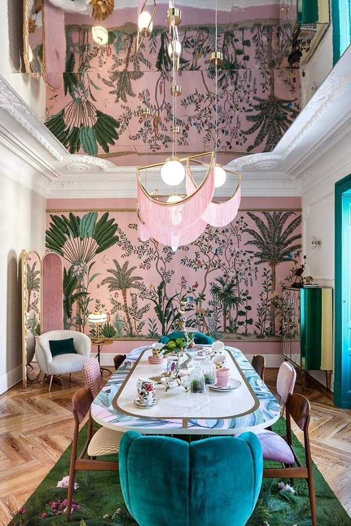 The mirrored ceiling border on table and of course mural wall interior design pinterest comedores interiores decorar salon also rh co