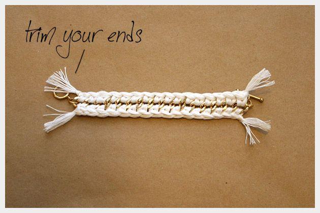 source:  http://www.trinketsinbloom.com/wearable-diy/diy-crochet-bracelet/     Anticipo il post settimanale ( o quasi ) del fai da te perch...