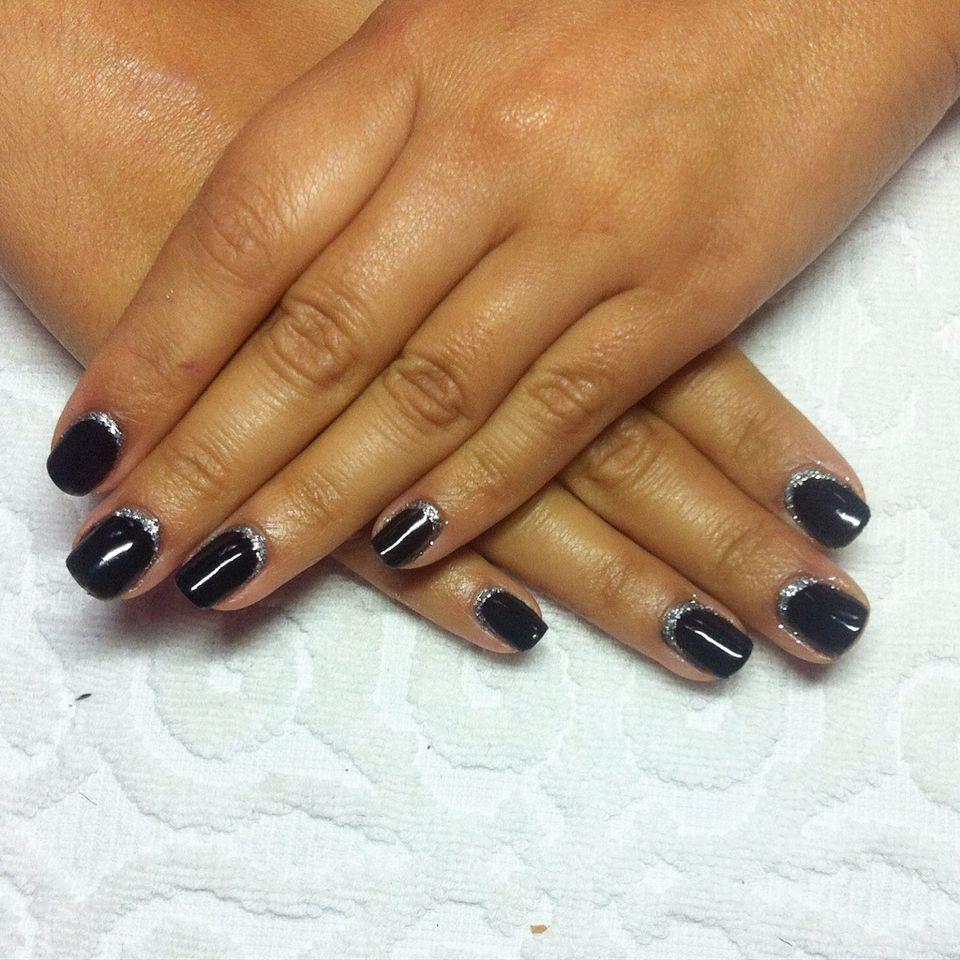 Esmaltado semipermanente Essie gel negro + decoracion pllata | Mis ...