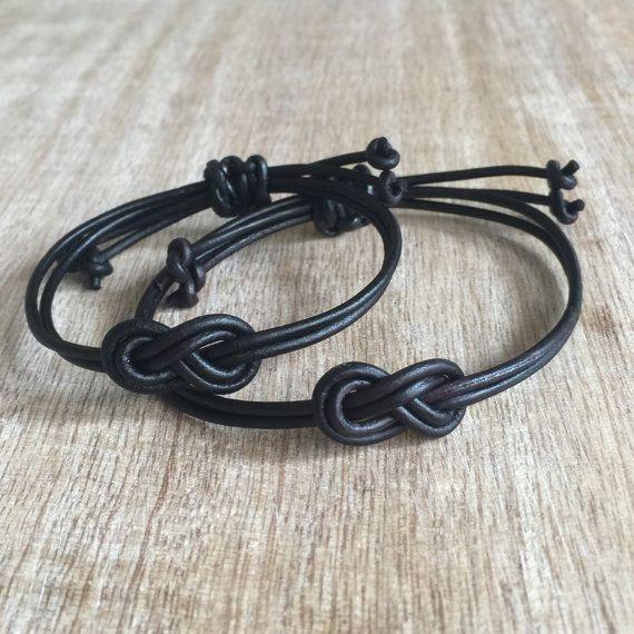 dcdf21d965c7 Parejas pulseras su pulsera nudo infinito negro cuero por Fanfarria