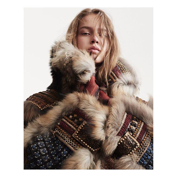 📸 Ward Ivan Rafik 📸 в Instagram: «@julia_jamin for @vogueparis styled by @tchelia hair by @christian_eberhard make up by @mariaduhart . #vogueparis #juliajamin»