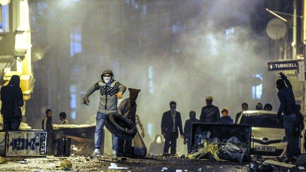 Fight for Kobani Stirs Old Vendetta Among Turkey's Kurds.(October 24th 2014)