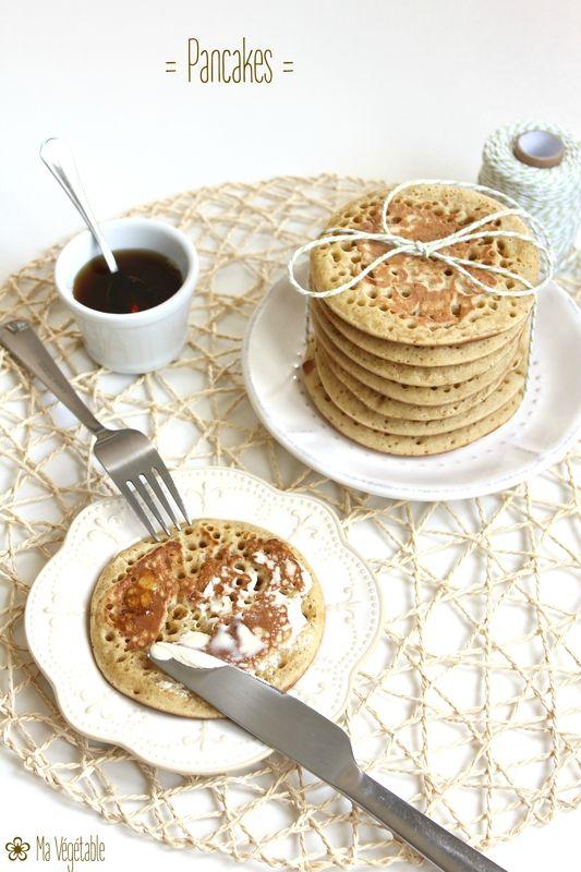Pour 8 pancakes :  - 100 g de farine de blé T65 - 20 g de fécule de maïs - 25 g de sucre de canne - 1 cuillère à soupe rase de levure chimique - 160 ml de lait de soja - Huile de tournesol pour la poêle