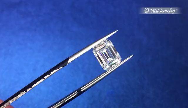 #gemstones #moissanite #gemstonejewelry #emeraldcut