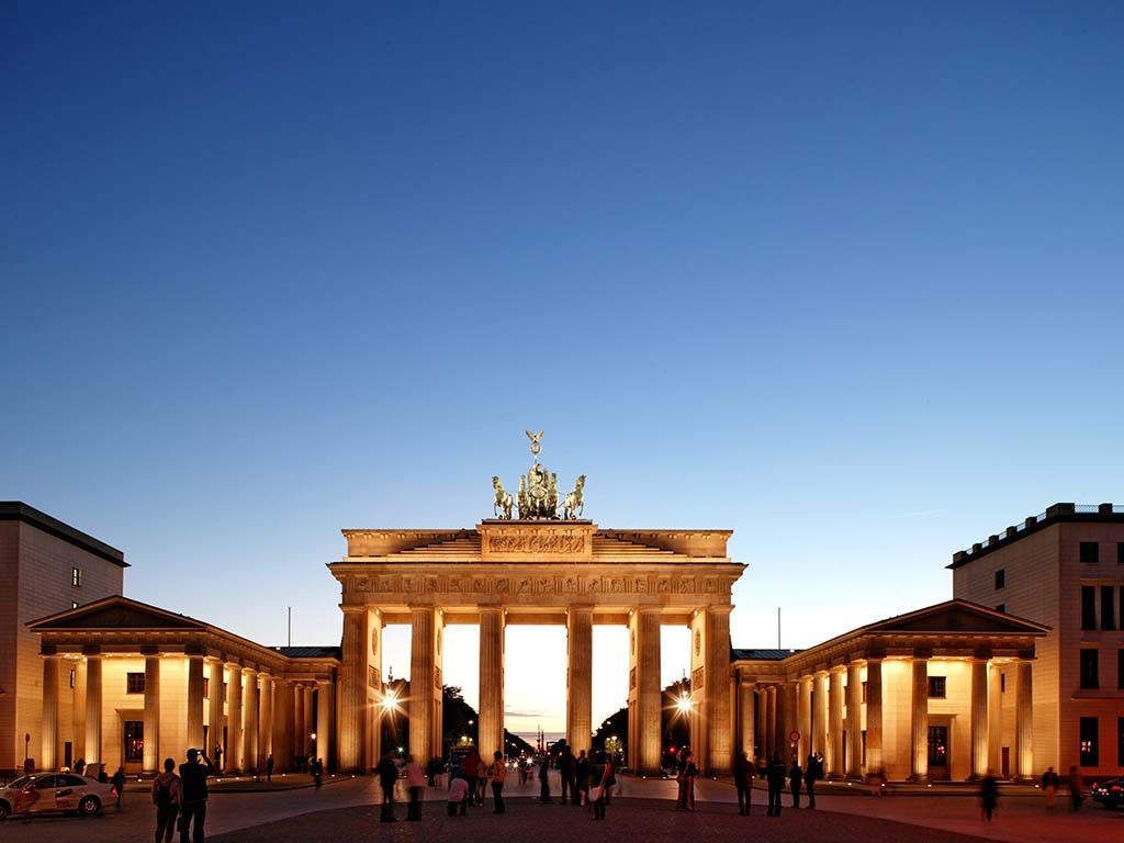 Brandenburger Tor Sight Attraction Bluesky Berlin Germany Capital Europe Travel City Guide Tourism Sightseeing Tour Metropole Culture Trip Ge
