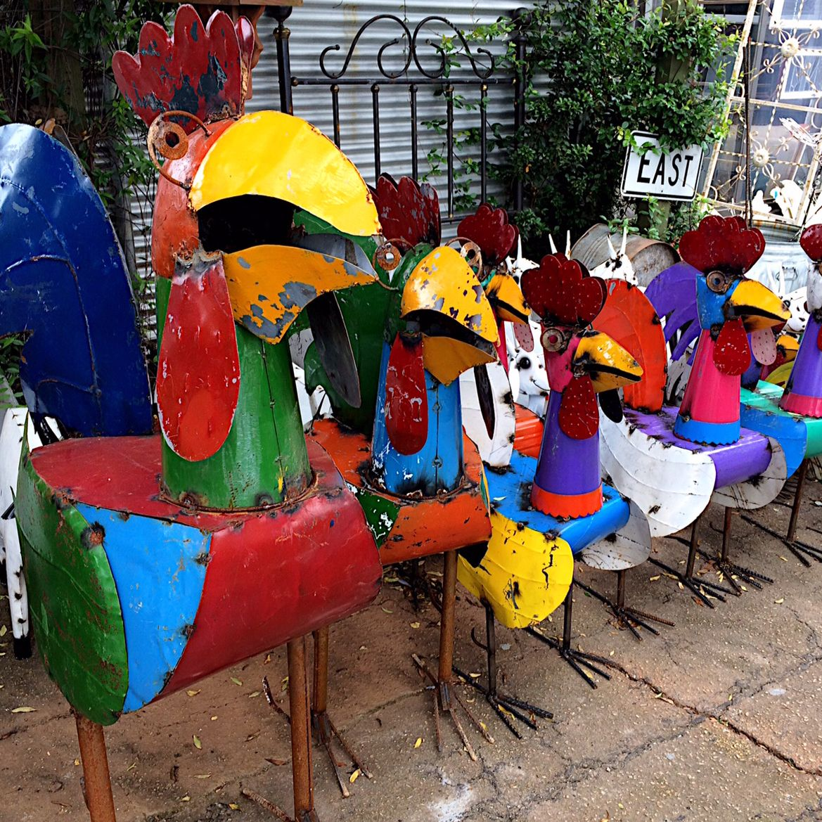 Pin By Greg Larsen On Mardi Gras 2017 Yard Art Yard Rooster