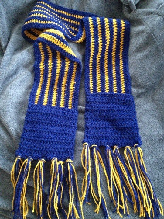 WV scarf with pockets
