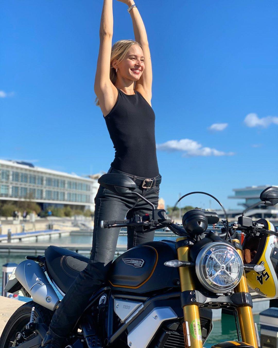 "Dominika Grnova on Instagram: ""Wakey Wakey sunshine!!! Time to ride to @circuitvalencia to watch qualifying of the last @motogp race!!!! 🤩🏁 #staytuned #DominikaRides…"""