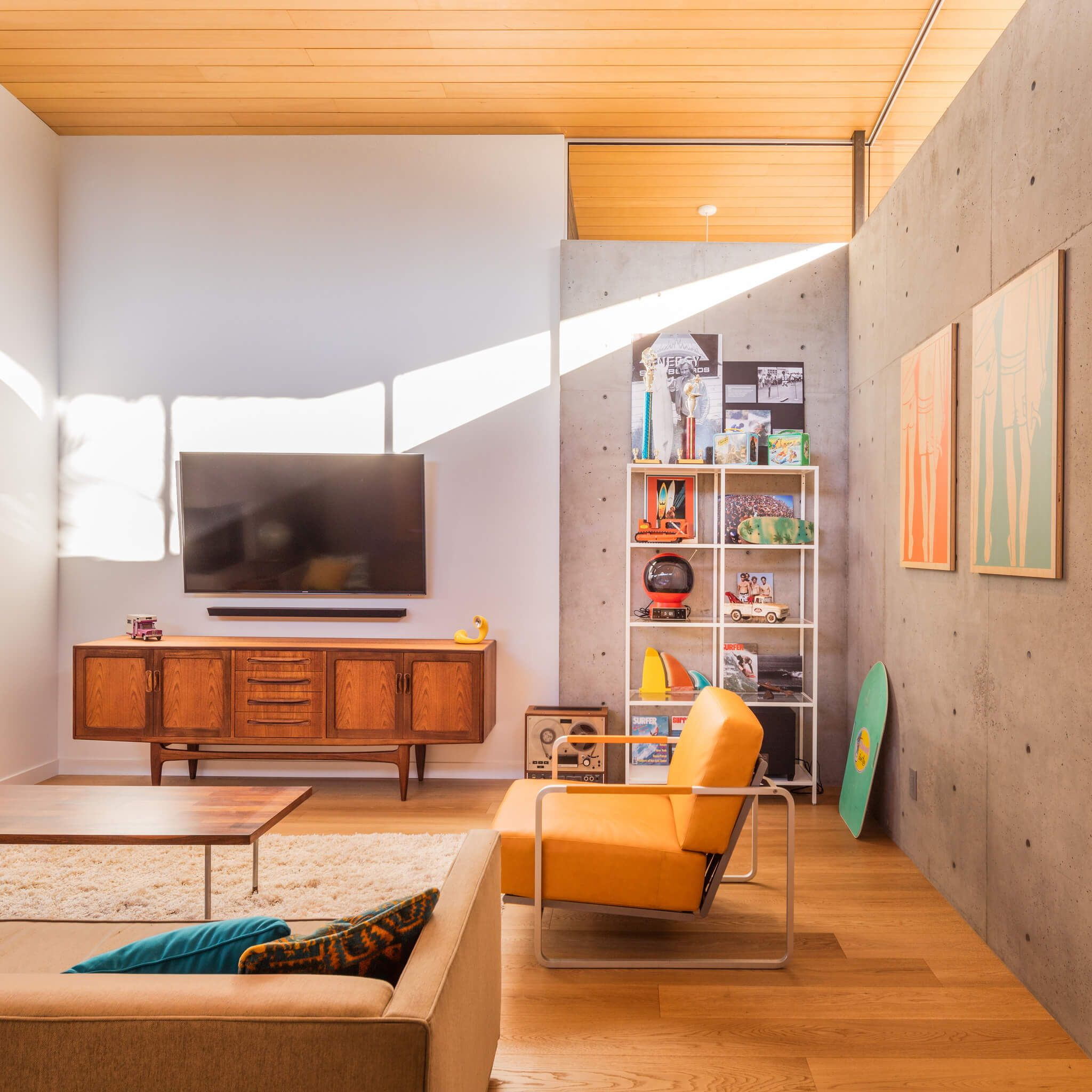 Enjoy the Bold Curves of This Eichler-Inspired California Home