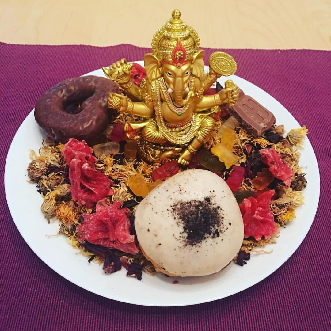 Altar to the hindu god ganesh ganesh traditional