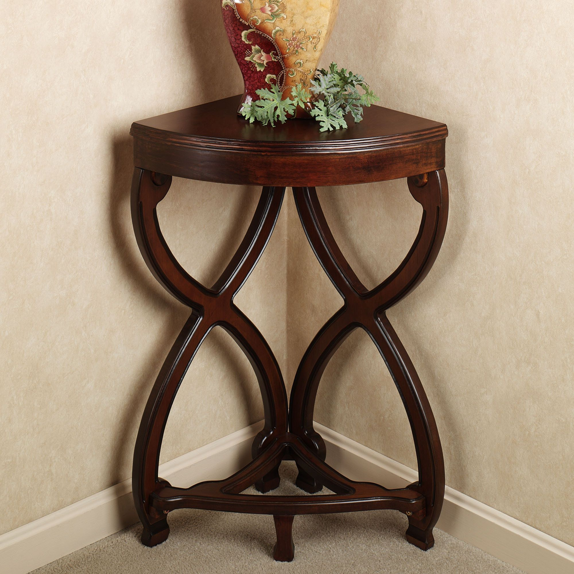 Adding Corner Accent Table In The Kitchen Corner Accent Table Corner Table Designs Corner Table