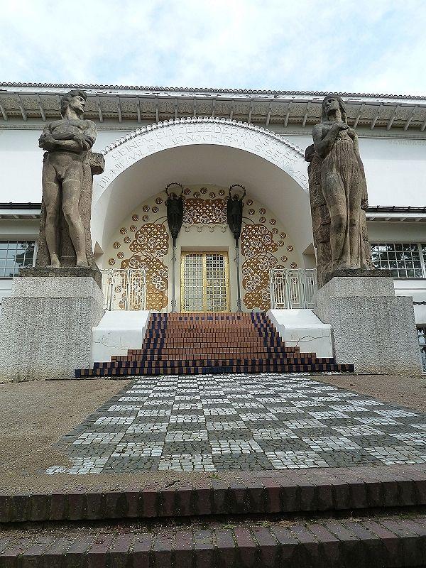 http://www.geo.de/reisen/community/bild/regular/445615/Jugendstil-Darmstadt-Eingang-Kuenstlerkolonie.jpg
