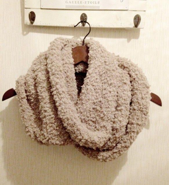 手編みのスヌード(マフラー)です。モコモコで、とてもあったかいです。アクリル100%手洗い可74cm×30cm|ハンドメイド、手作り、手仕事品の通販・販売・購入ならCreema。